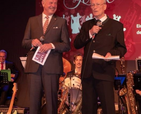Präsident des Lions Clubs Dr. Aldo Fach gemeinsam mit Franz Winterer bei der Begrüßung der Ballgäste