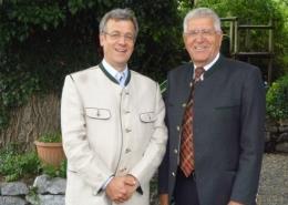 Der bisherige Präsident Dr. Peter Konrad (links) und sein Nachfolger Manfred Benkel